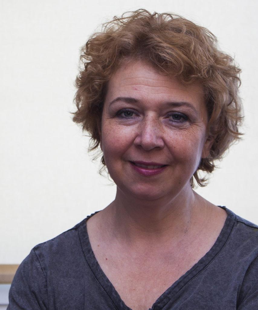 Profilfoto der Künstlerin und Illustratortin Irene Gravender.